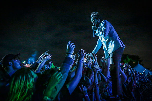 Edward Sharpe and the Magnetic Zeros perform at Bluesfest